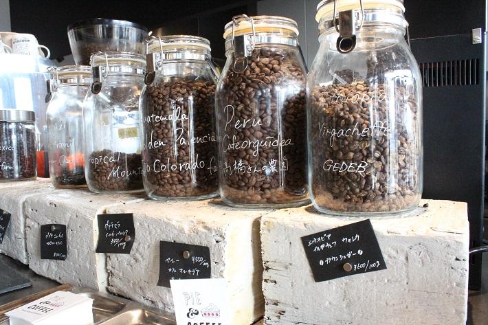 PIE&COFFEE mamenakanoの店頭に並ぶコーヒー豆