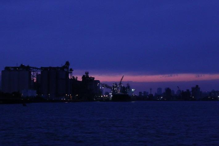 千葉工場夜景クルーズ市川市から袖ケ浦市の手前、六つの市にわたる港湾「千葉港」