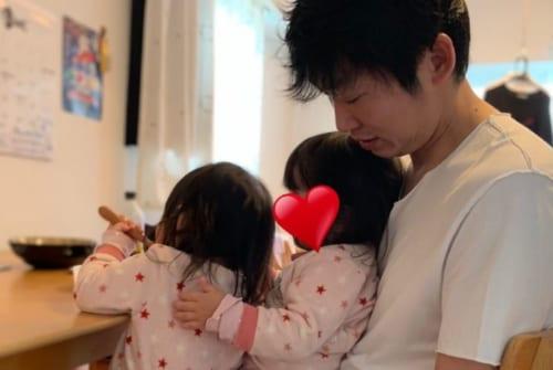 NON STYLE 石田明さん双子の育児(ツイッターより)