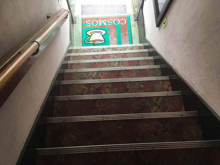 稲毛喫茶店 秋桜(コスモス) 階段