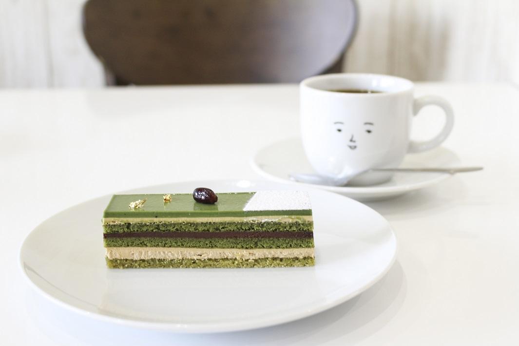 佐賀県の嬉野温泉にある人気カフェのケーキとコーヒー