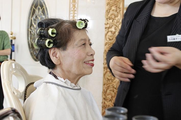 敬老の日やおじいちゃんおばあちゃんの誕生日プレゼントに写真館で記念撮影。メイクアップも。