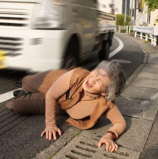 自虐的な自撮りで人気の西本喜美子さん