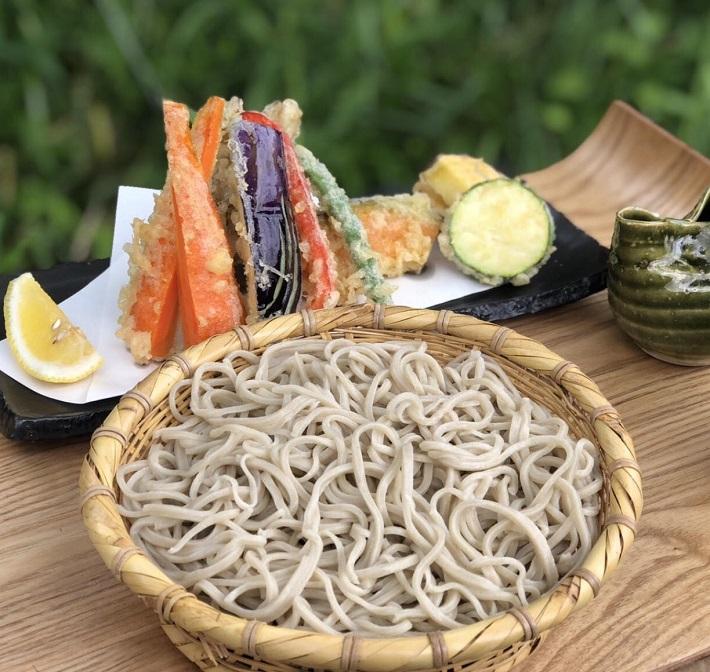 君津市の手打ちそばあびるの野菜天ぷらとざるそば