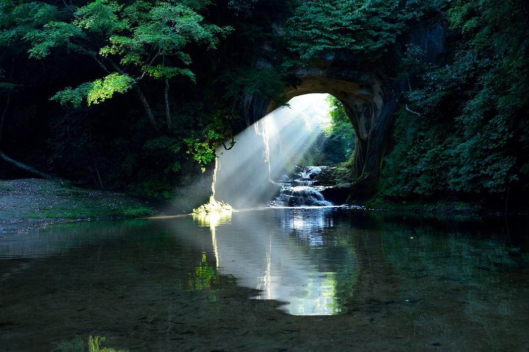 インスタ映えスポットとして人気の濃溝の滝