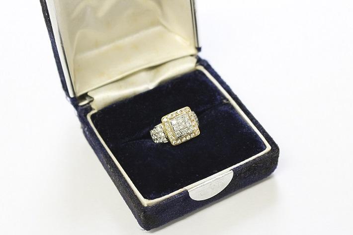 豪華ダイヤモンドの指輪