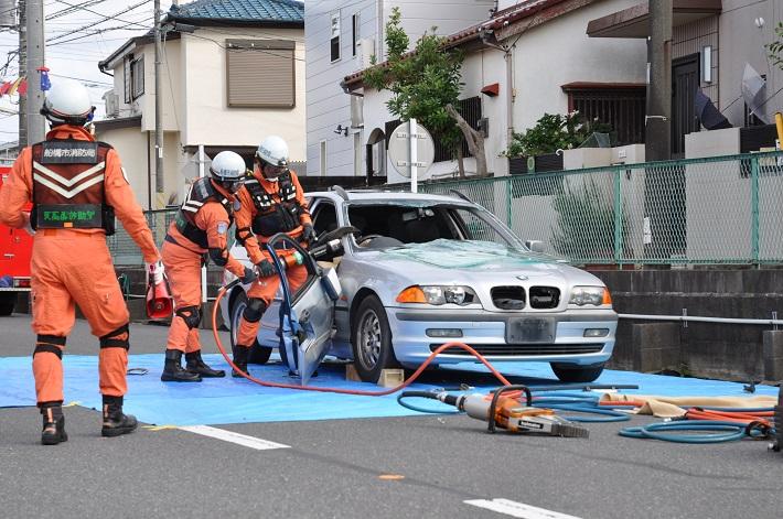 消防隊の救助訓練