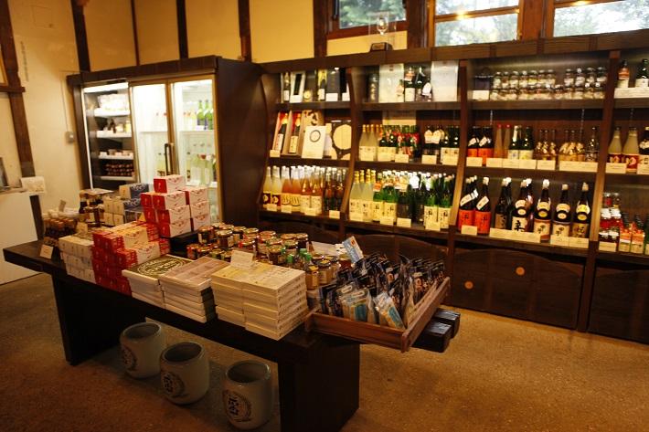 酒蔵カフェの土産コーナー