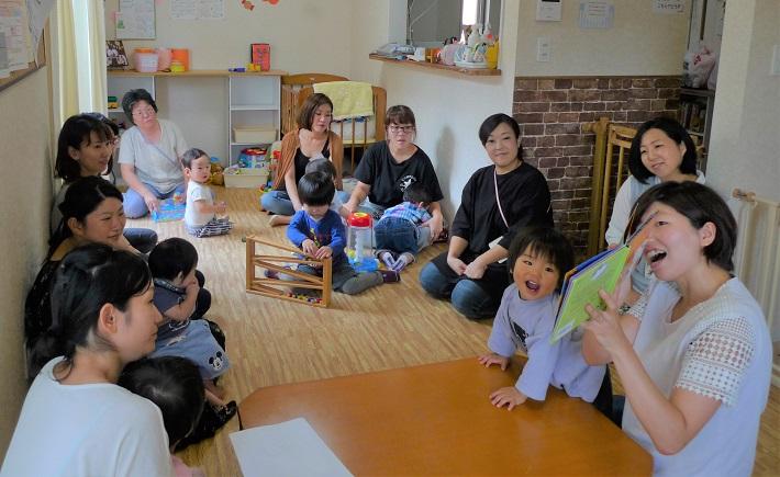多言語で読み聞かせする春日部子育て支援のぽっけのおうち