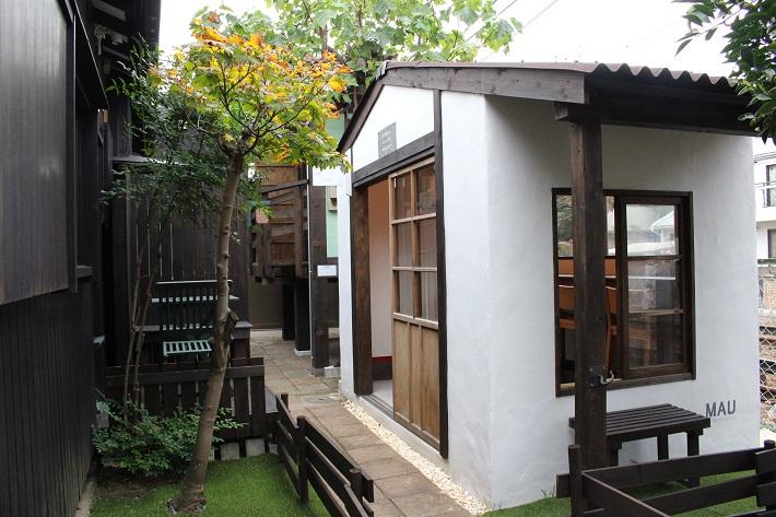 ママノキモチカフェの白い小屋