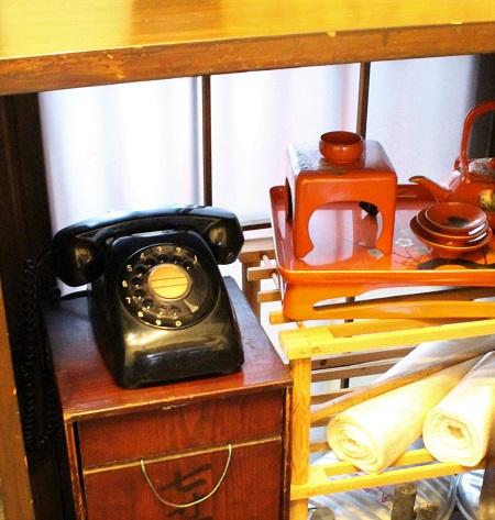黒電話のあるカフェ