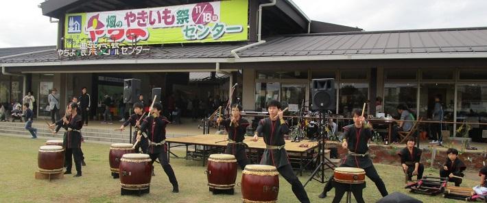 八千代道の駅で和太鼓の演奏を披露