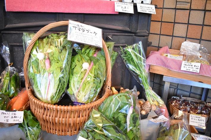 野菜も販売するカフェ