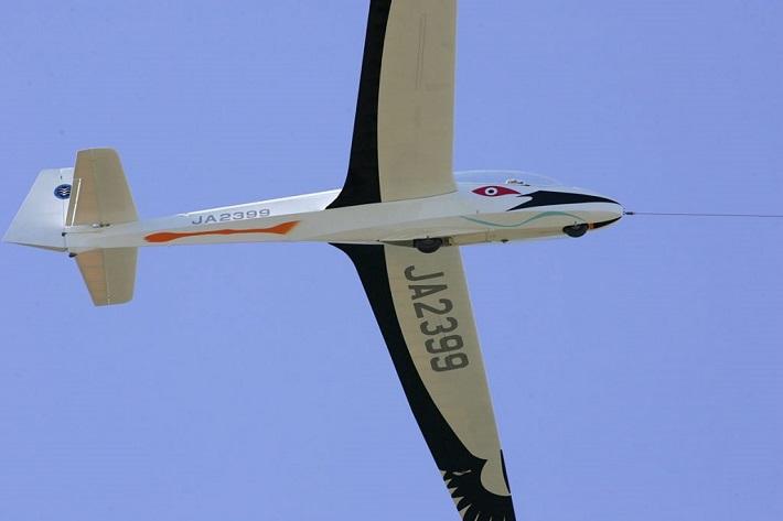 コウノトリ飛行機