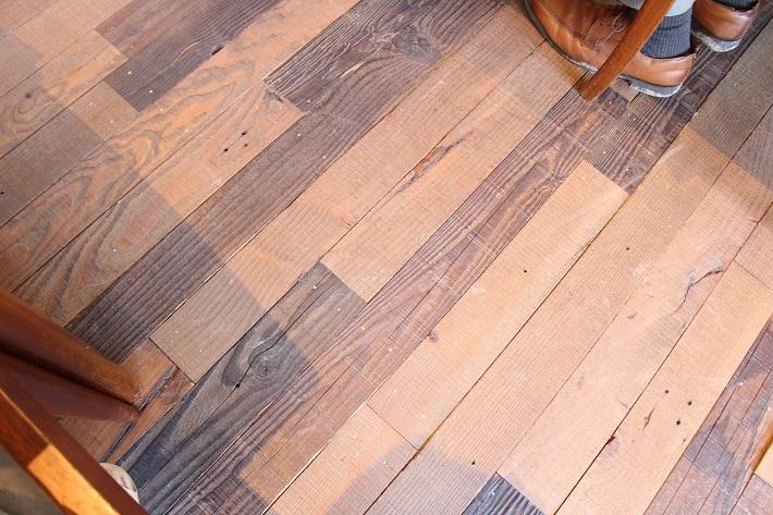 アンティークのような床