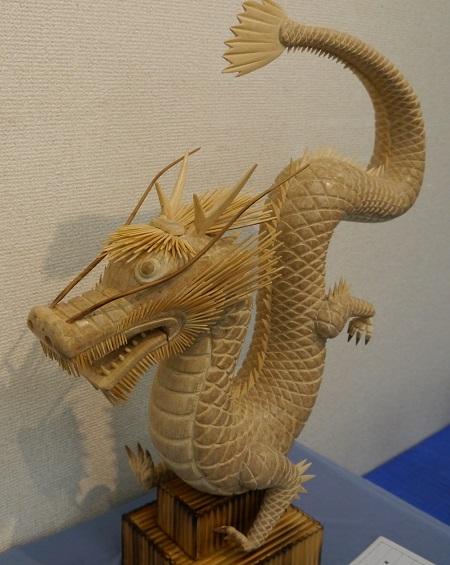 割りばし作品のドラゴン