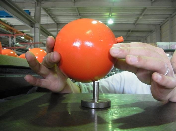 ニシ・スポーツ船橋工場でのハンマー検査