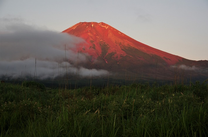 富士山「雲切れて」撮影/鈴木よし子