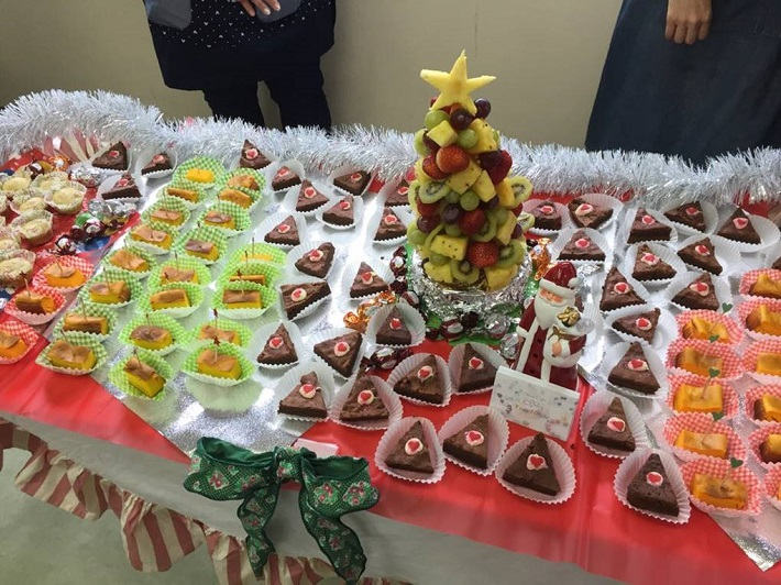 クリスマス会の料理とケーキ