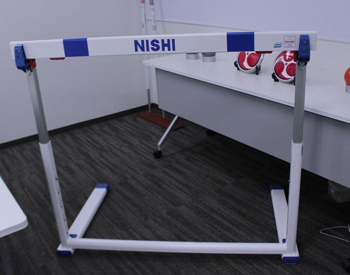 ハードルも国際陸上競技連盟の承認器具