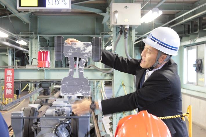 千葉市モノレール整備する男性