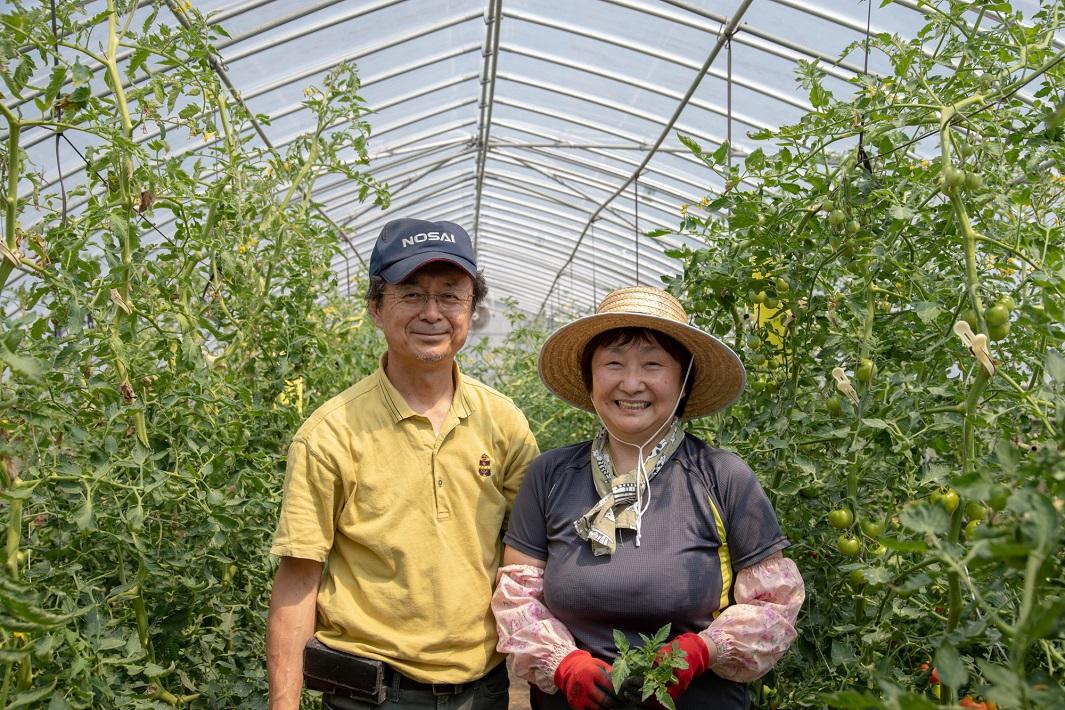 緑と風の農園代表高柳秀樹さんと妻の祥子さん