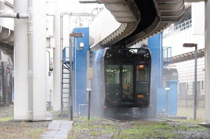 千葉都市モノレールの洗車機