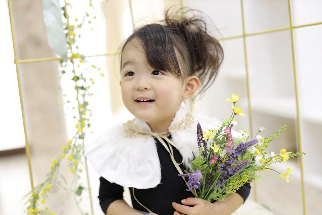 市川市の写真館ぷるふぁみで七五三の記念撮影する女の子
