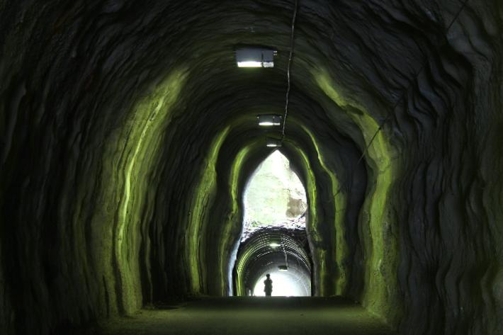 2階建てトンネル正面