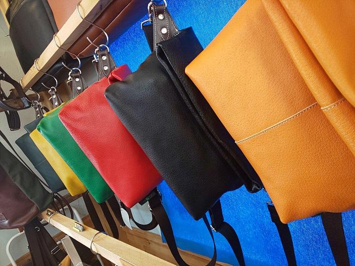 柏レザーから作ったバッグ