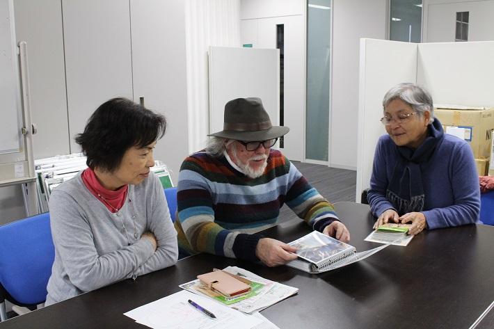 ケビン・ショートさん Y・Y・NOWSON代表の岡田はる美さん、「よつグルメ研究会」の毛見文枝さん