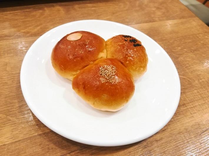 Boulangerie La Masia(ブーランジェリー・ラ・マシア)戸定あんぱん 170円(税別)