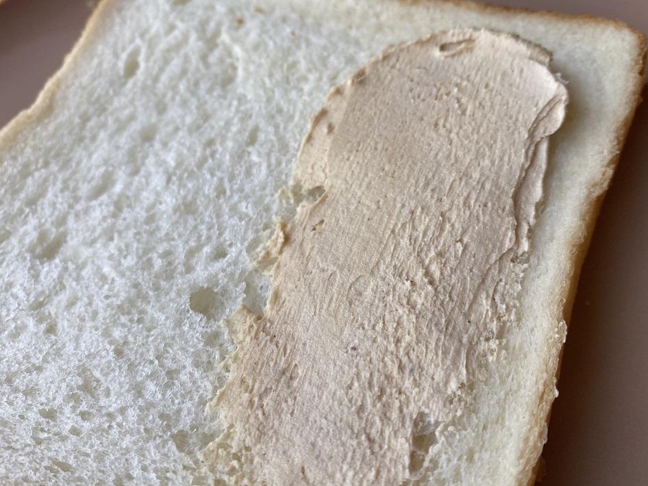 千葉ピーナツのピーナツクリーミープレミアムを食パンに塗ってみた