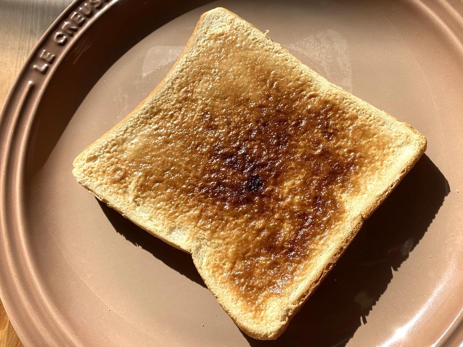 ピーナツバターをトーストする前に食パンに塗るとおいしいピーナツバタートーストができる
