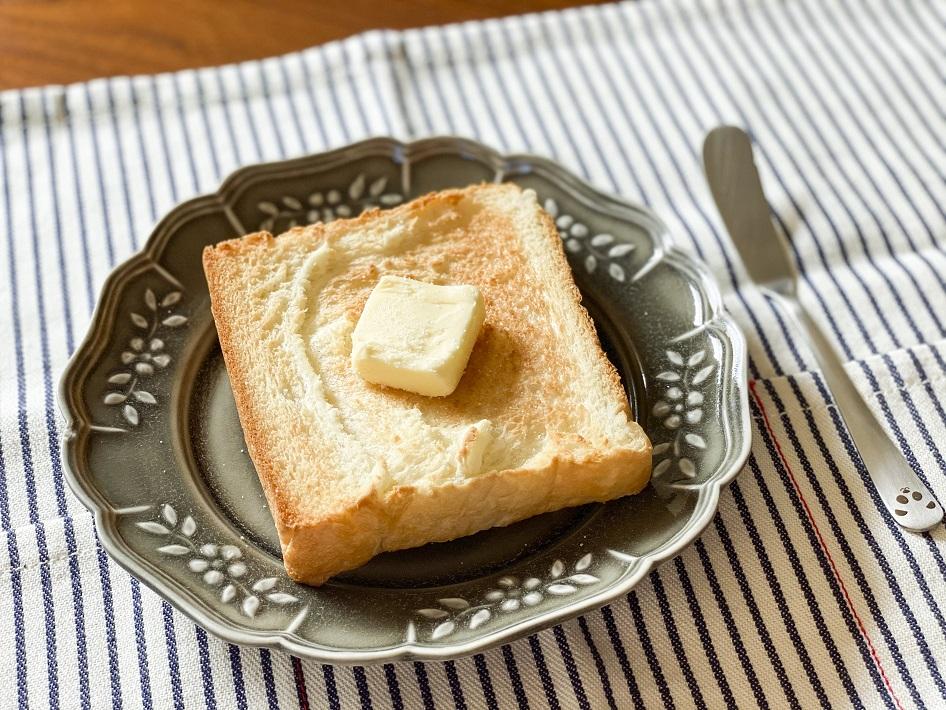 千葉市海浜幕張のHAREPAN(ハレパン)の食パンはトーストしてバターを乗せ軽く塩をかける食べ方がおすすめ