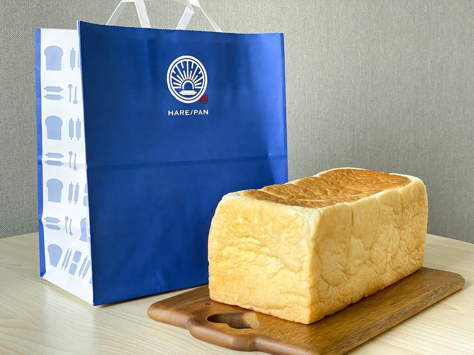 海浜幕張駅近くにオープンした人気の高級食パン専門店ハレパンの純生食パンと青い紙袋