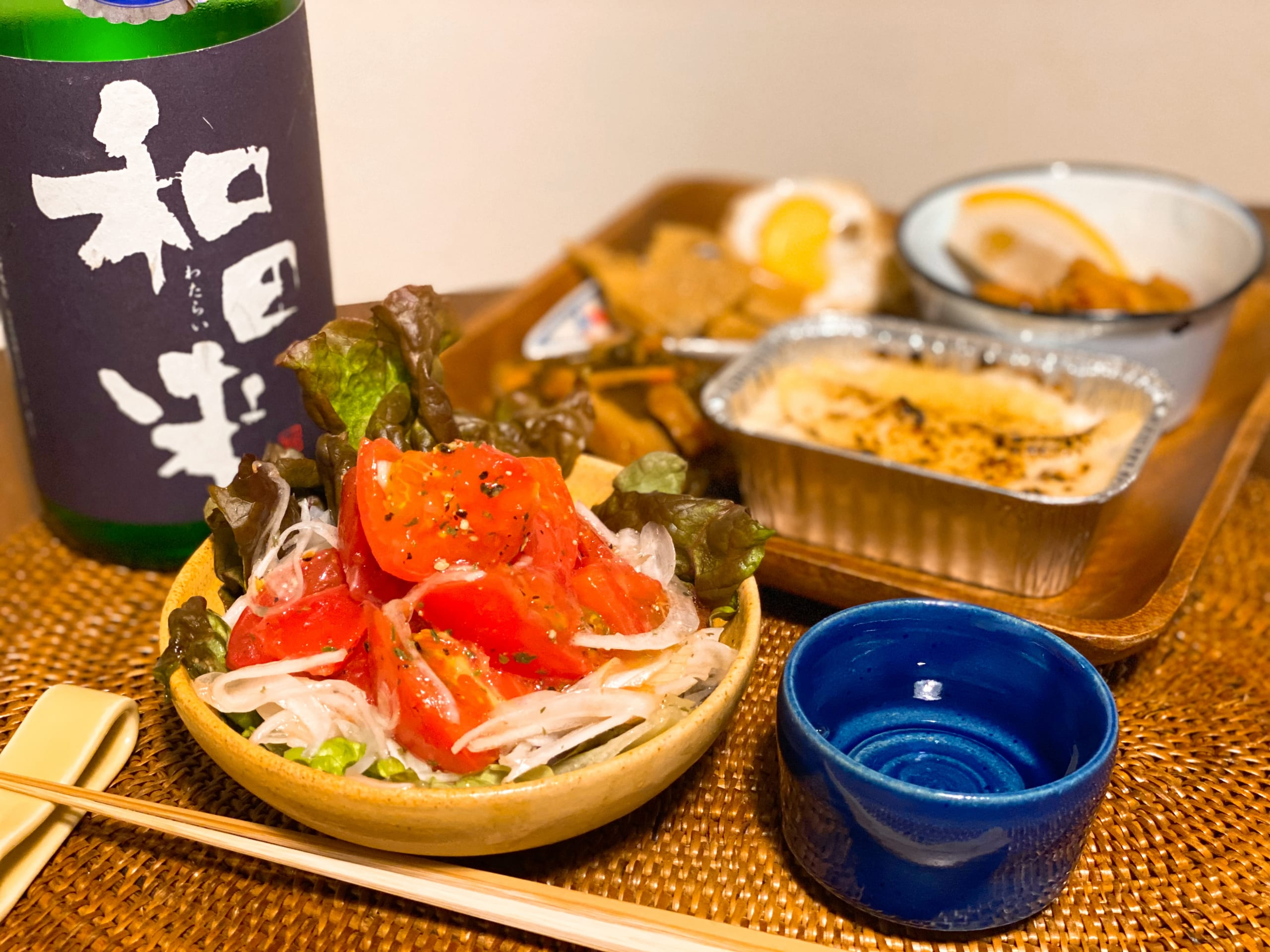 白子玉ねぎと井上さんちのトマトのサラダと日本酒をおうちで楽しむ