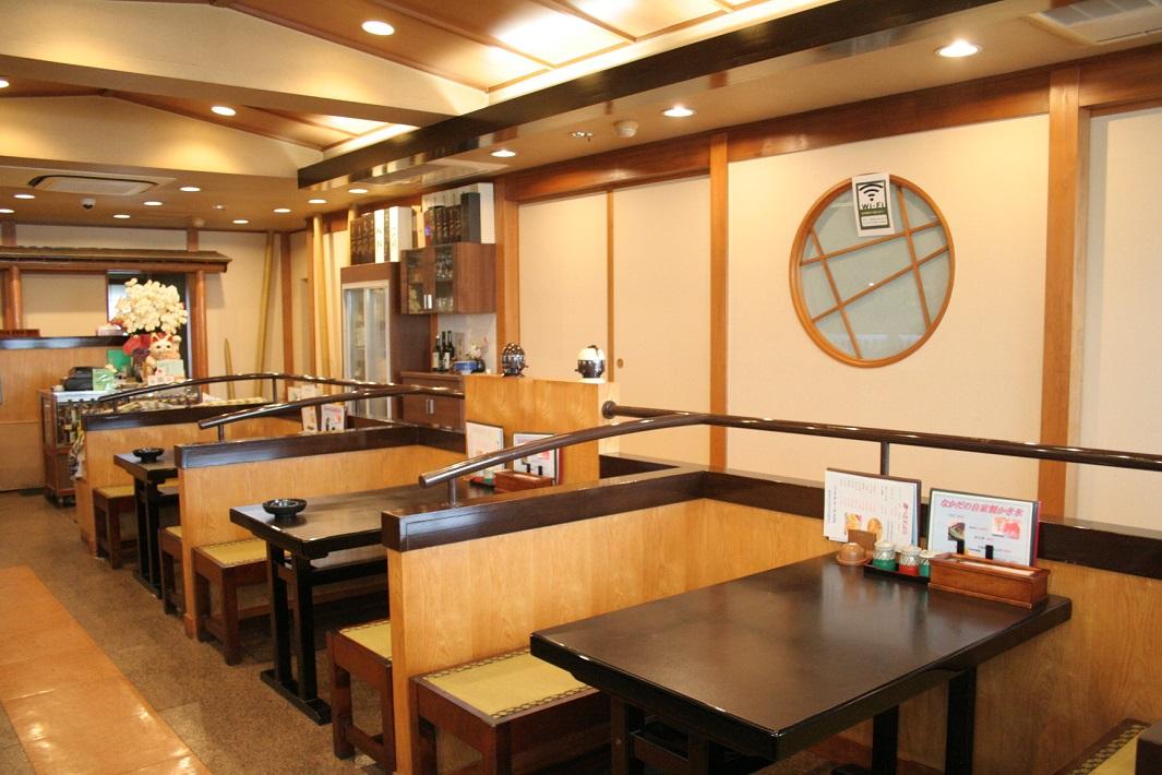 美味しい蕎麦と旨い日本酒の店のかき氷も人気の埼玉県三郷市のそば処なかだの店内