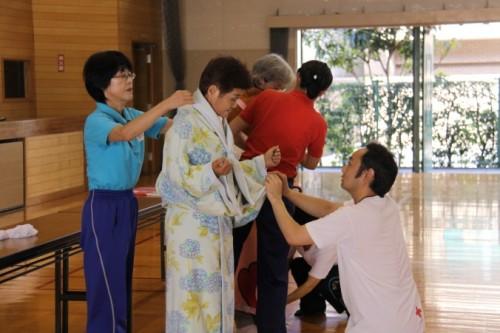 日本赤十字社のプログラム 災害時高齢者生活支援講習の1コマ